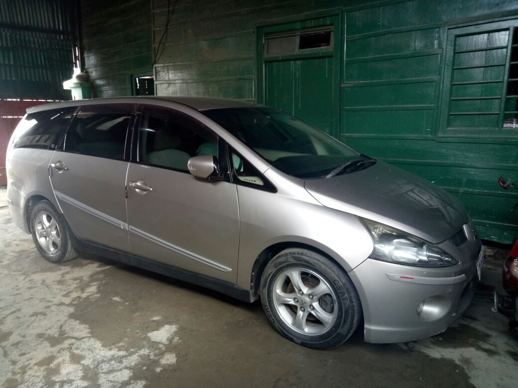 Mitsubisi Grandis 2009 model Auto gear